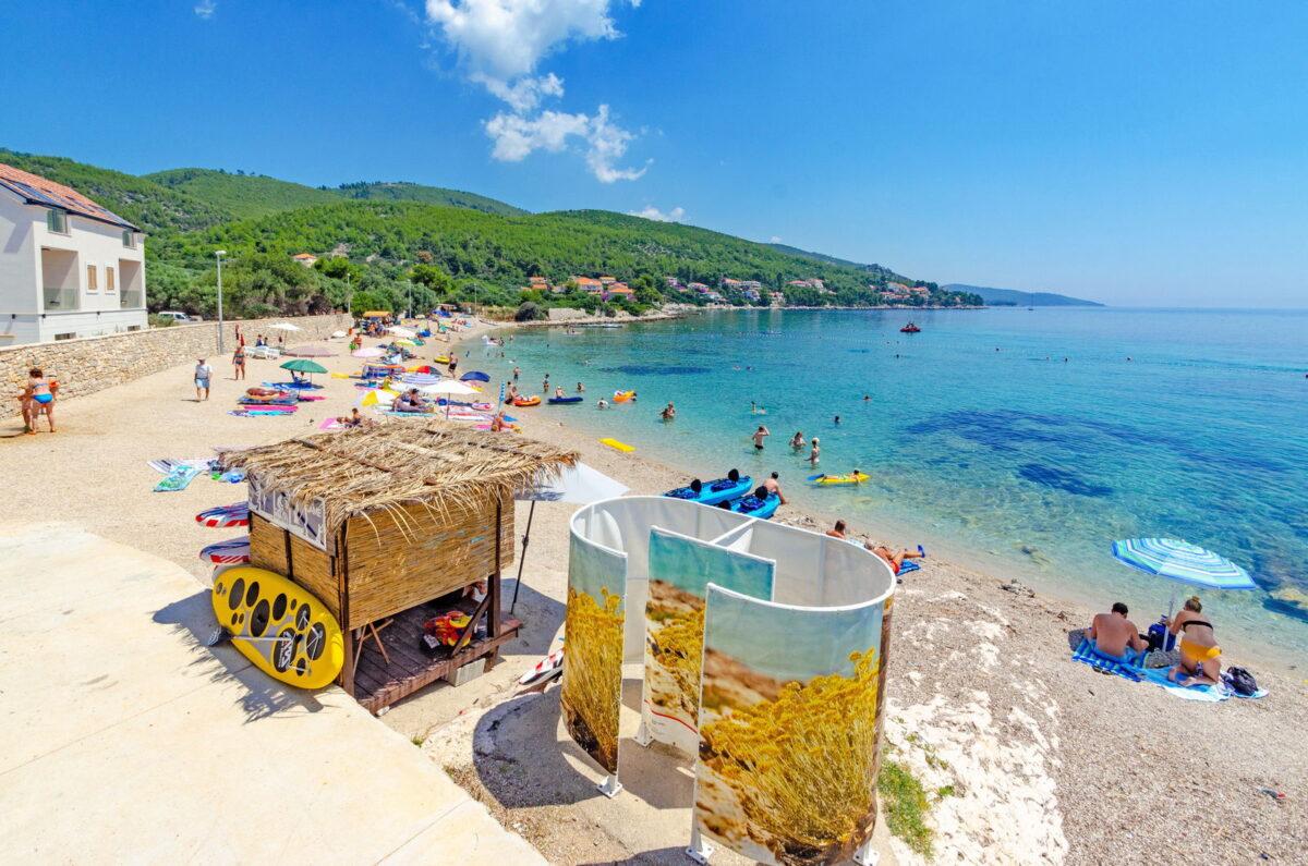 Main pebble beach in Prizba