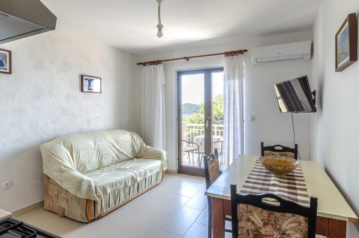 jelica apartment1 kitchen 07 2020 pic 01 1200x795