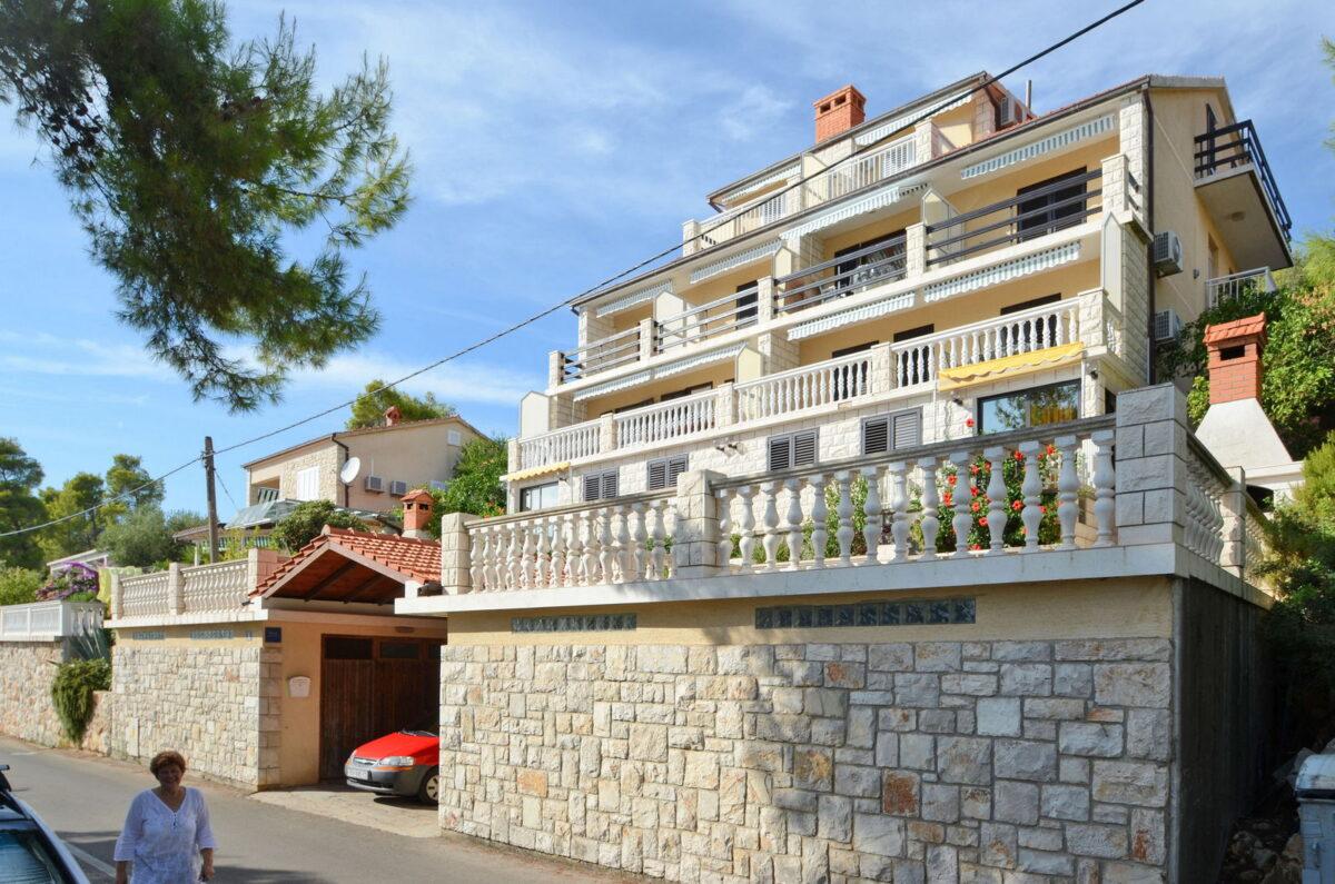 korcula prizba apartments jelica house 04 1200x795
